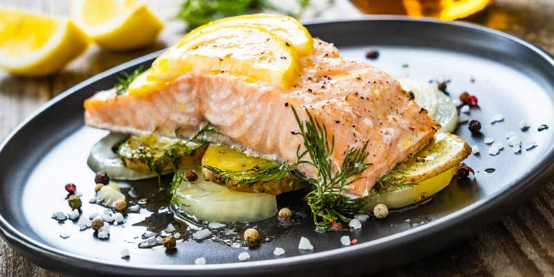 foods-with-omega3, prepared fillet of salmon with herbs and vegetables