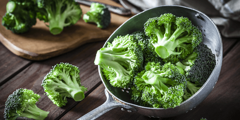 foods-with-vitamin-e, raw cut up broccoli florets